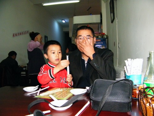 dad&son, 朱子卓和朱楚甲, family dined out after a joyful weekends with pc games.